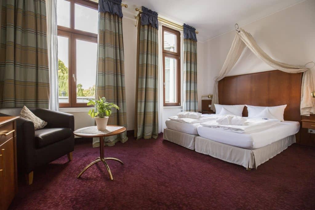 Suite Schlafzimmer – Hotel Am Schloss Aurich